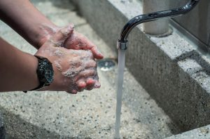 Corona-Virus mit Händewaschen bekämpfen