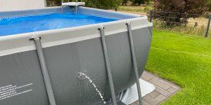 Pool flicken mit Pool-Reparaturset